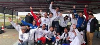 Una veintena de equipos de toda España compiten en los 500 km de karts de Oliva