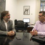 El diputado de Patrimonio, Andreu Salom, recibe al alcalde de Zarra, Ángel Pérez