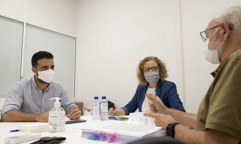 Pilar Sarrión es reunix amb els responsables de Sagunto, Benifaió, Chiva, Puçol i L'Eliana per a solucionar inversions pendents en centres escolars
